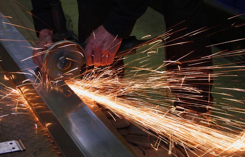 Работа болгаркой по металлу